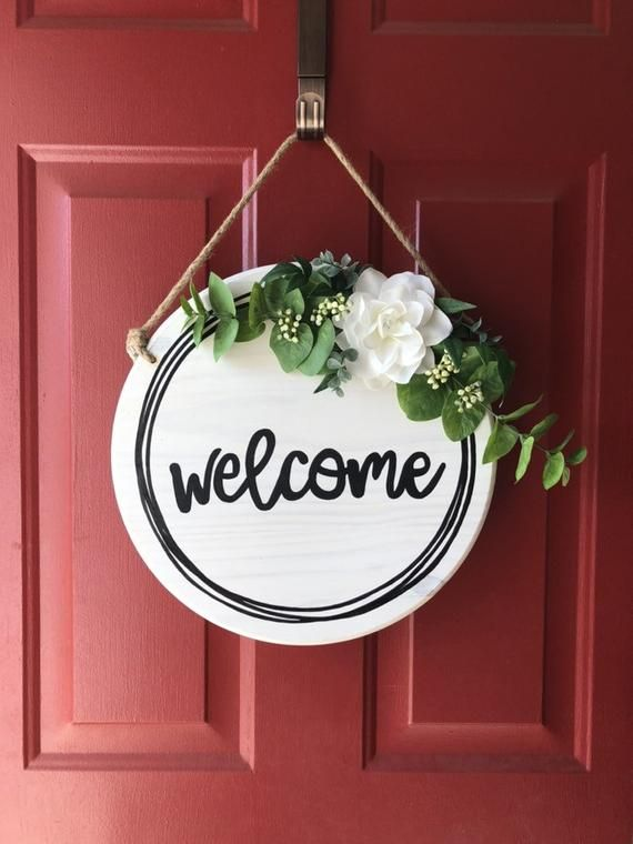 Welcome Wood Door Hanger Round Front Door Sign Farmhouse Etsy In 2020 Welcome Door Signs Door Signs Door Hangers Diy
