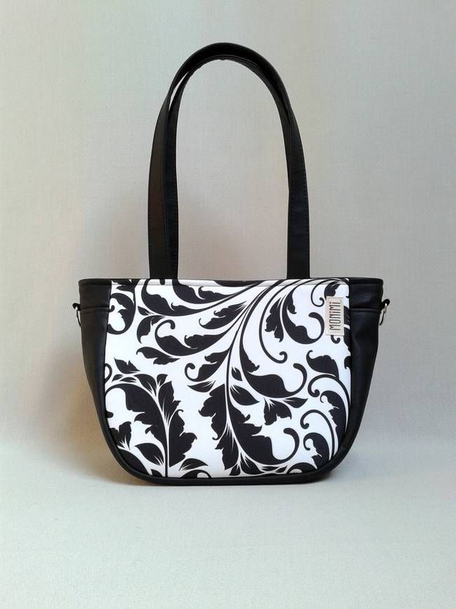 A fekete-fehér alapdarab, minden öltözékhez jó választás! Erős gyöngyvászon anyagra saját tervezésű, lendületes indamintát nyomattam. A minta különleges nyomtatási technológiával került az anyagra, UV és időjárás álló, vízhatlan, egyszerűen nedves szivaccsal letörölhető. City-bag 36 #női #táska