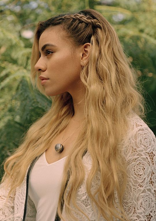 """[[Dinah Jane Hansen]] """"Hey, I'm Dinah! You probably know me from fifth Harmony. I love all my friends! My main is Normani! I love her as my sister! I loved being on the X factor. If you ask what my favorite song from my new CD it would have to be thats my girl or write on me. Anyways come say hi!"""""""