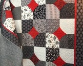 Quilt In Black White and Red - so pretty: Black & Red Quilts, Quilts Black Red White, Quilts Blocks, Red White Black Quilts, Handmade Purses, Red Black Quilts, Red And Black Quilts, Black White, Twin Quilts