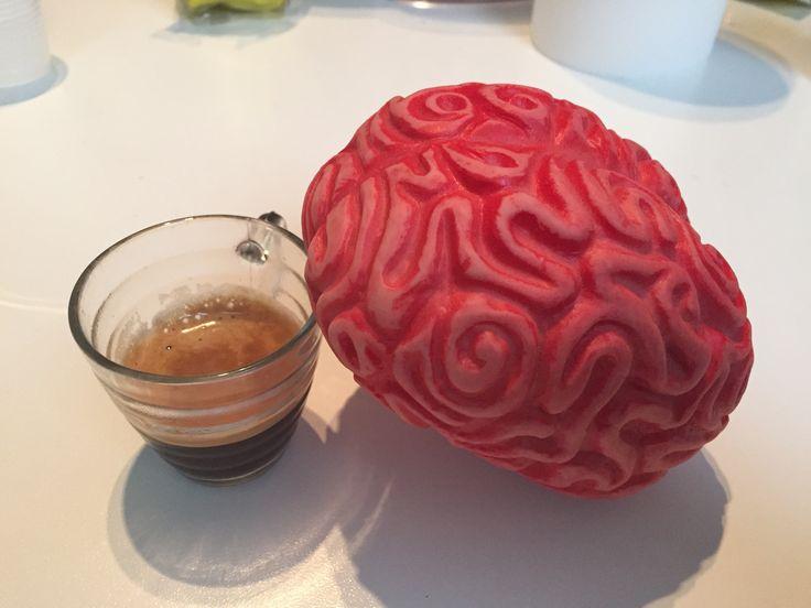 Cosa c'è di meglio di un buon #caffè prima di iniziare a lavorare? Bravo Braian! #uncervelloperamico #smart #intelligente #cervello #brain #work