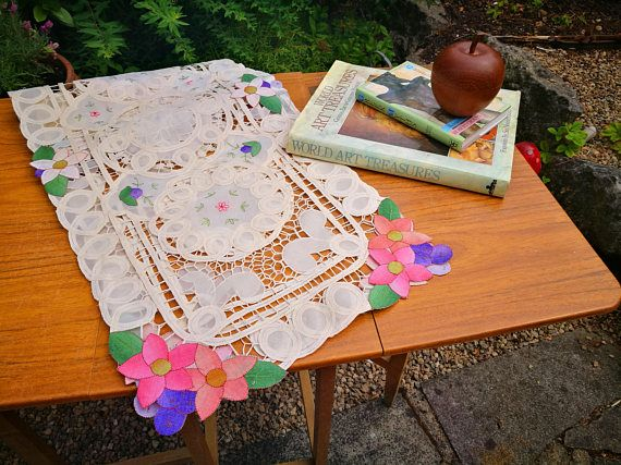 Lace table runner, Cut out table runner, Crochet table runner, Applique tabelcloth, Vintage linens, Vintage tablecloth, Pretty table runner