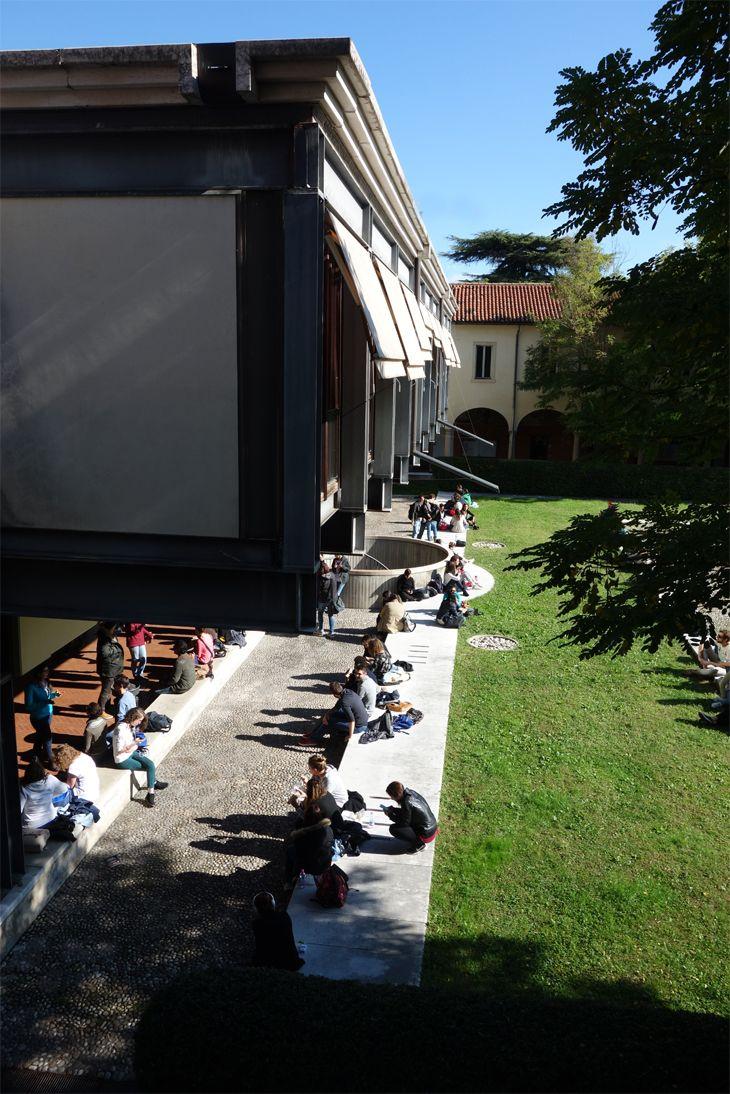 Il chiostro di via San Francesco in un giorno d'ottobre che sembra estate #univr #frinzi