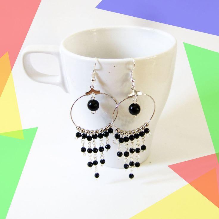 Boucles d'oreilles pendantes métal argenté, perles noires et argentées, créoles : Boucles d'oreille par melelo-bijoux