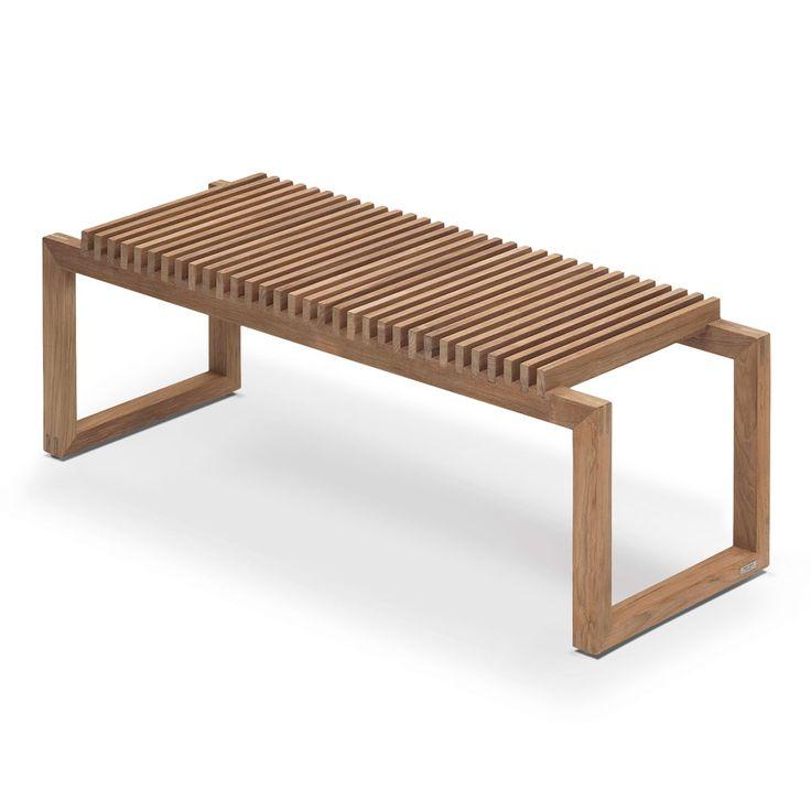 Den stilrena Cutter-serien började som en motvikt till den nostalgiska och romantiska designen som under många år varit normen för trädgårdsbänkar i trä. Designern Niels Hvass fokuserade därför i sin formgivning på det rena, enkla och skulpturala uttrycket och skapade en bänk som är så markant i sitt formspråk och har en sådan bred användning att den i dag hör till några av Skageraks mest populära möbler. Med avstamp i en enkel bänk har Cutter-designen löpande vidareutvecklats så att…