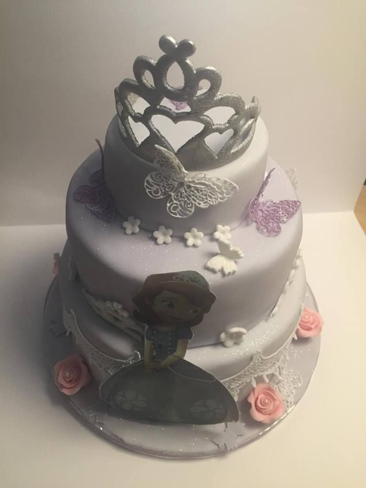 Alles, was Prinzessinen mögen:  Blumen, Süßes, Schmetterlinge und einiges mehr vereint auf dieser Geburtstagstorte! Vielen Dank Kerstin, für das Foto! #prinzessinentorte #tolletorten #spitzendekor   http://www.tolletorten.com/Spitzendekor:::567.html