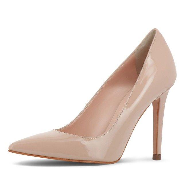 Tout simplement élégants ? et à la fois si féminins : les nouveaux escarpins de la jeune Maison italienne EVITA séduisent par leur design épuré, leur cuir fin et leur qualité, fabriqués à la main en Italie. EVITA - La passion pour les chaussures italiennes Matériau intérieur: cuir véritableSemelle intérieure: cuir véritableFermoir: à enfiler/ouvertMatériau: cuir verniTalon: 10.5 cmType de talon: talon finBout de la chaussure: bout pointuSemelle: semelle en simili-cuirIndication: chaus...