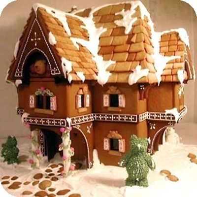 Decorating christmas gingerbread houses