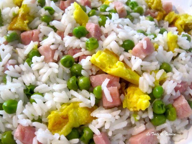 Penso che il riso alla cantonese sia il piatto tipico della cucina cinese che quasi tutti abbiamo mangiato una volta nella vita o per lo meno che conosciamo. Il riso alla cantonese è facilissimo da preparare con il Bimby, il tutto viene cucinato attraverso il Varoma quindi al Vapore. E' a base di riso, piselli, prosciutto e uovo.