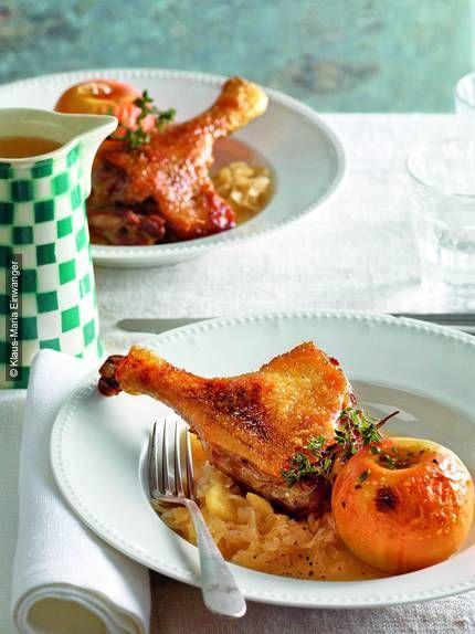 Wenn Liebe durch den Magen geht, kann man damit nichts falsch machen: Entenkeulen auf Apfel-Honig-Kraut.