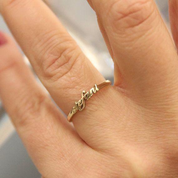 Benutzerdefinierte Namen Ring, 14 K Solid Gold Name Ring, personalisierte Namen Goldring, Brief Ring, anfängliche Namen Goldring, stapelbare Name Ringe