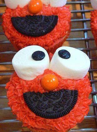 Cupcake van Elmo maken Super schattige cupcake van Elmo van Sesamstraat. Zo kun je ze maken: Bak cupcakes naar keuze en laat ze afkoelen. Smeer een laagje glazuur of een cupcake. Om de mond te maken gebruik je een halve Oreo. Druk deze in het glazuur. De ogen maak je met 2 marshmallows. Druk deze …