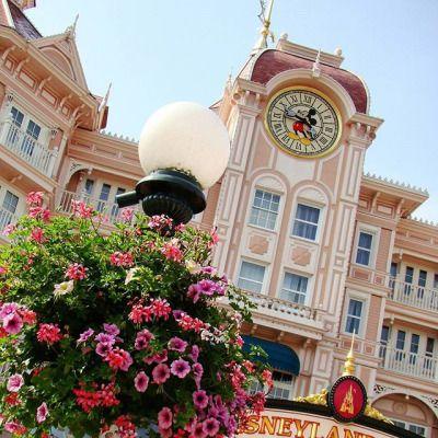 Disneyland Hotel, Disneyland Paris - Pinterest : @YonivL
