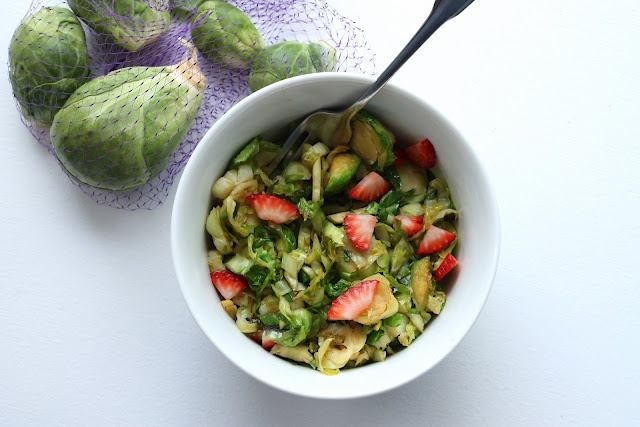 Caramelized Brussels Sprouts with Strawberries- love sides like thisCarmel Brussels, Easter, Strawberries Salad, Brown Sugar, Caramel Brussels, Brussels Sprouts, Honey, Dinner Recipe, Brussel Sprouts