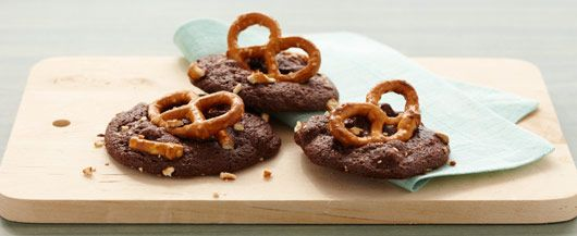 Chocolate Caramel-Pretzel Cookies. If you love a touch of salty with your sweet, these #DuncanHines cookies are for you!