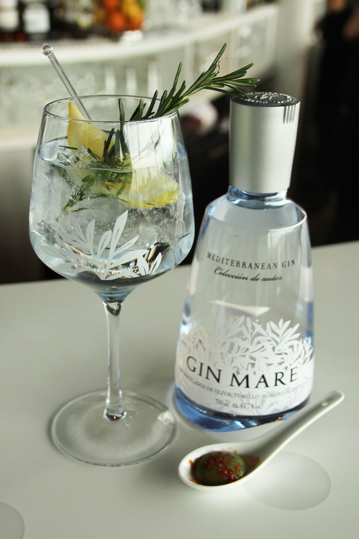 Gin & tonic (Gin Mare, Fevertree Mediterranean Tonic)