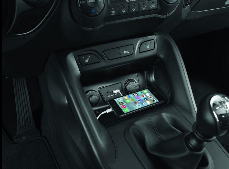 Złącza AUX, USB/iPhone/iPod  Podłącz swoje urządzenie i odtwarzaj  ulubioną muzykę lub naładuj swój telefon.