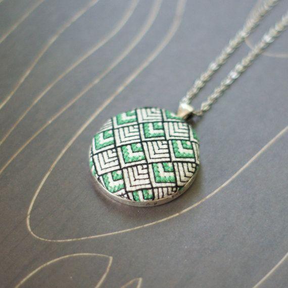 Art Deco pattern cross stitch necklace/ pendant par TheWerkShoppe