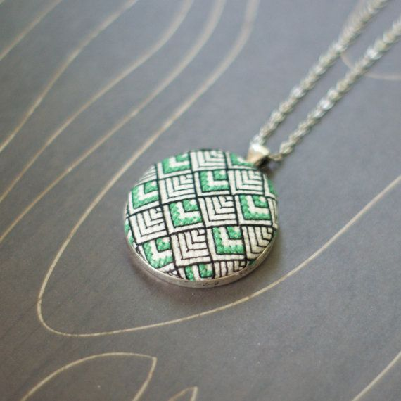 Art Deco pattern cross stitch necklace/ pendant par TheWerkShoppe