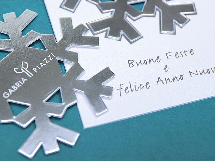 Il nuovo Biglietto Auguri Natale 2015, un biglietto dinamico dal quale si stacca il cristallo di neve per poi appenderlo come decorazione natalizia.