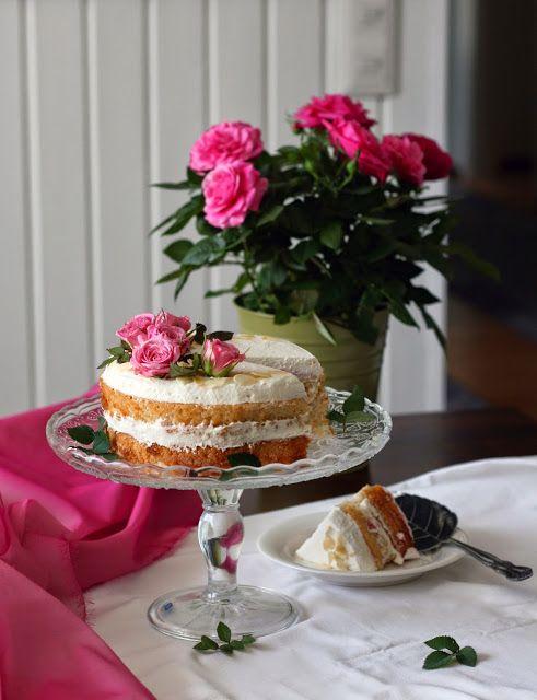 Maikin mokomin: Mansikka–mantelimascarpone -täytekakku kevään juhliin