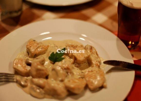 Receta de Pechugas de pollo con salsa de vino y mostaza