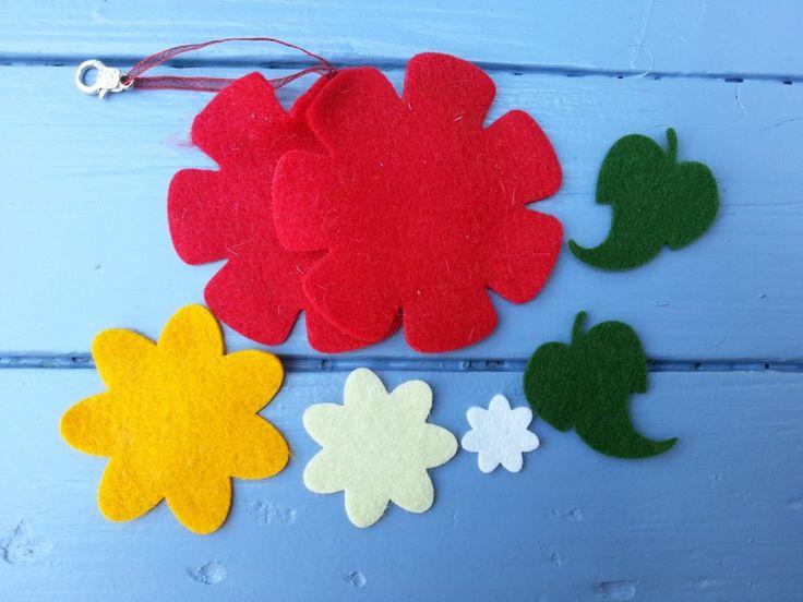 kit porte clés en feutrine fleur col1316