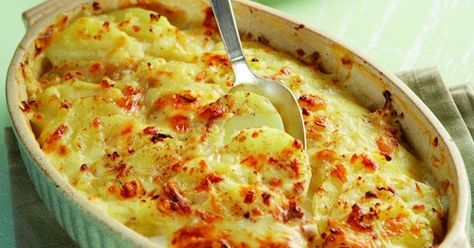Πατάτες au gratin με κρεμμύδι και 3 τυριά | olivemagazine.gr