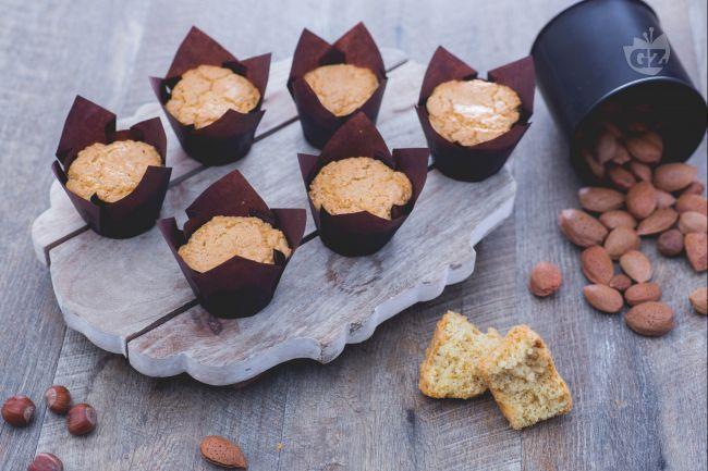 I muffin 5 minuti sono dolcetti monoporzione con lo stesso impasto della torta 5 minuti: perfetti quando si ha poco tempo!