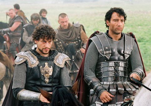 Still of Ioan Gruffudd and Clive Owen in King Arthur