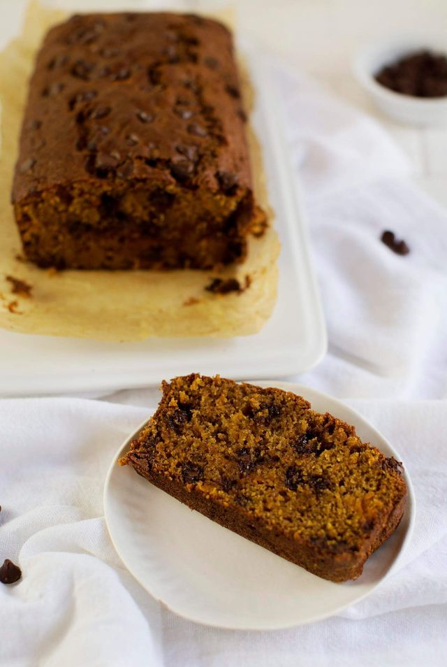 Here's an easy little quick bread recipe I threw together recently with some leftover butternut squash. This bread is similar to banana bread, quick to throw together with a dense, cake-like crumb. On