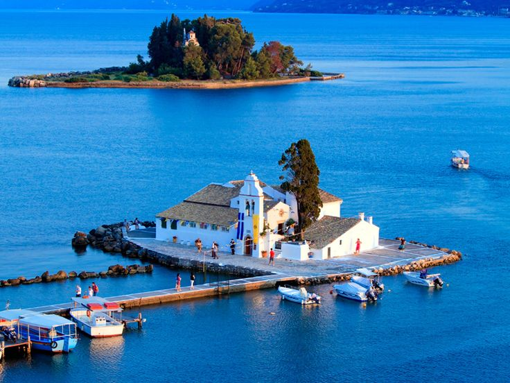 Керкира,также известный, как остров Корфу,название которого возникло в средневековье,расположенный в ионическом море и является вторым по величине островом в комплексе Ионических островов. Это один из самых красивыхи густонаселенных островов в Греции,который излучает чувство благородства с влиянием Запада и Востока,с богатыми традициями и историей. Славится местными традициями и захватывающим празднованием Пасхи. http://greeceviewer.com/odigos/ru/Kerkira
