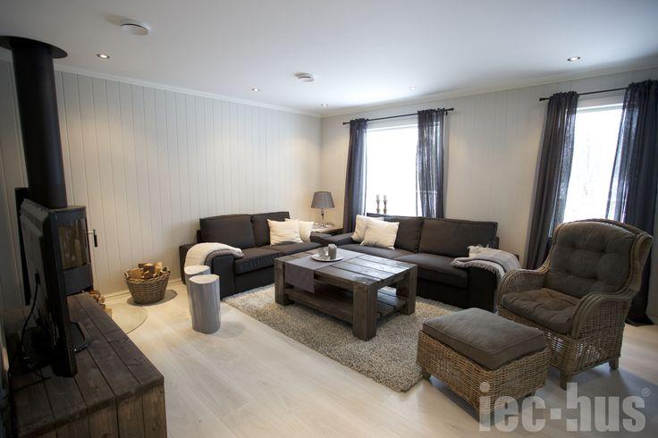 Stue med hjemmesnakraet møbler