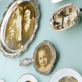 Decora con fotos antiguas y reliquias: Photo Crafts, Photo Display, Photo Ideas, Desserts Plates, Crafts Projects, Old Photo, Crafts Lists, Handheld Mirror, Wall Ideas