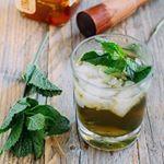 """¿Cómo preparar Julepe de Menta? Esta bebida es de la familia de las bebidas """"smashes"""", es decir """"machacadas"""" como lo es el mundialmente conocido Mojito Cubano  . . . #food #foodie #cooking #"""