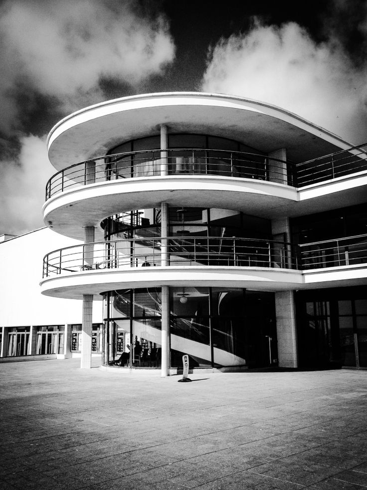 De La Warr Pavillion by Passion4.co.uk #Iconic #DLWP #Bexhill #DeLaWarrPavillion #Modernist #ArtDeco #1935 #International #Style #design #Architecture #Mendelsohn #Chermayeff #BlackAndWhite #stairs #Staircase