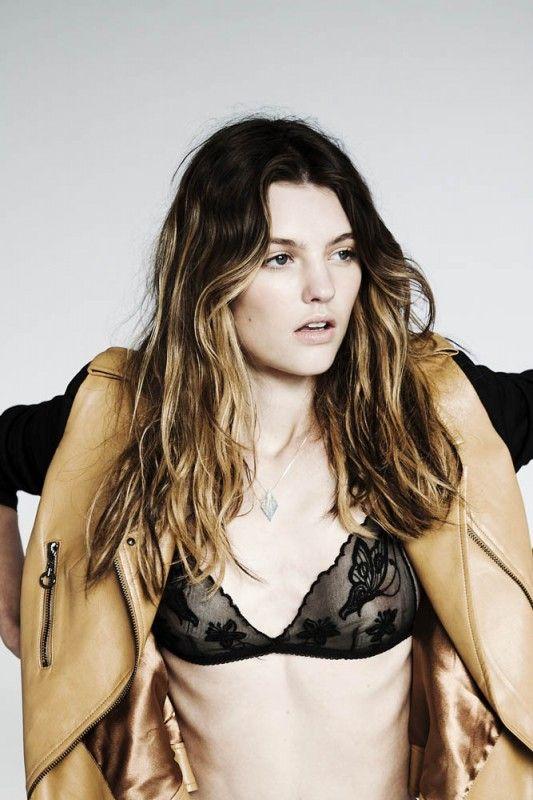 { black lace bra }