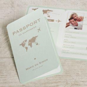 Wil je origineel zijn en hou je van reizen? Dan is dit de perfecte trouwkaart voor jullie. #fotokaart #passport #huwelijksreis #tadaaz