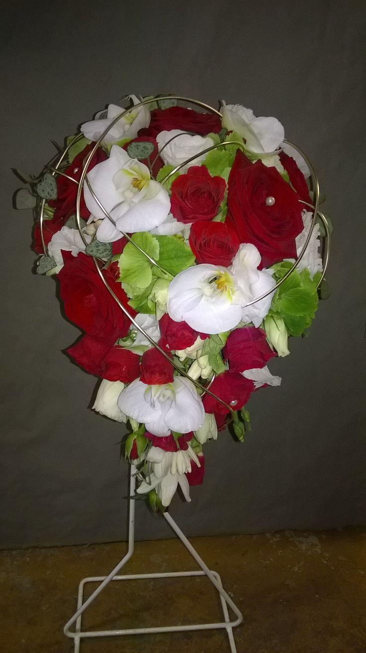 27 best id es bouquet de mari e images on pinterest bouquet bouquets and bunch of flowers. Black Bedroom Furniture Sets. Home Design Ideas