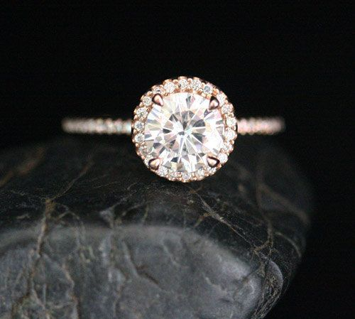 Rose Gold Forever Classic Moissanite Engagement von Twoperidotbirds
