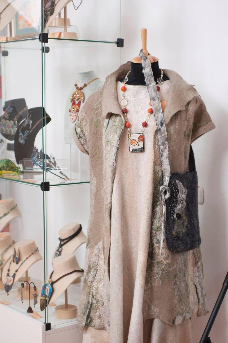 "Helen Kolomoets. Brooch-pendant ""White snowy owl"". Bead embroidery. Елена Коломоец  Брошь-Кулон ""Полярная сова""."