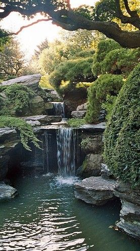 Japanese Hill-and-Pond Garden waterfalls in the Brooklyn Botanical Garden, New York City • photo: Eric Gewiz on Flickr