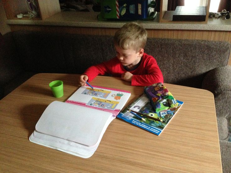 making use of the dining table for colouring  inside the Ashmore plus D28. @Parkdean Page Page Sandford Holiday park #britishholiday #homeoraway