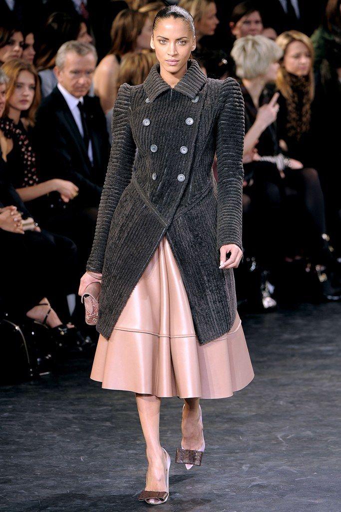 Louis Vuitton Fall 2010 Ready-to-Wear Fashion Show - Noémie Lenoir