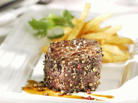 Pfeffersteak vom Rind ist ein Rezept mit frischen Zutaten aus der Kategorie Rind. Probieren Sie dieses und weitere Rezepte von EAT SMARTER!