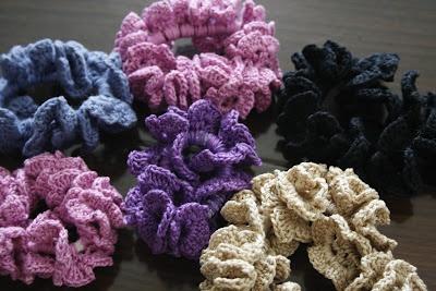 Happy Woman: Crocheted hair scrunchies