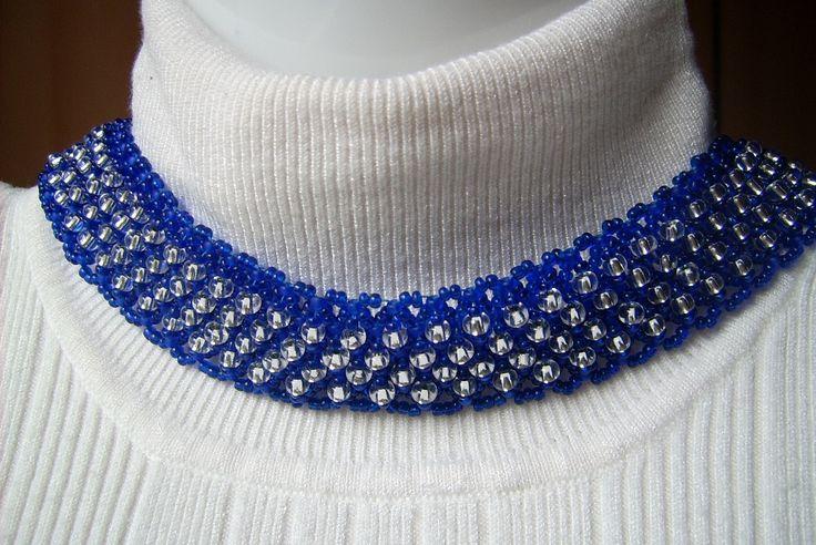 Kék színű, nyakra simuló nyakpánt ékszer. Ára: 1700.-Ft.