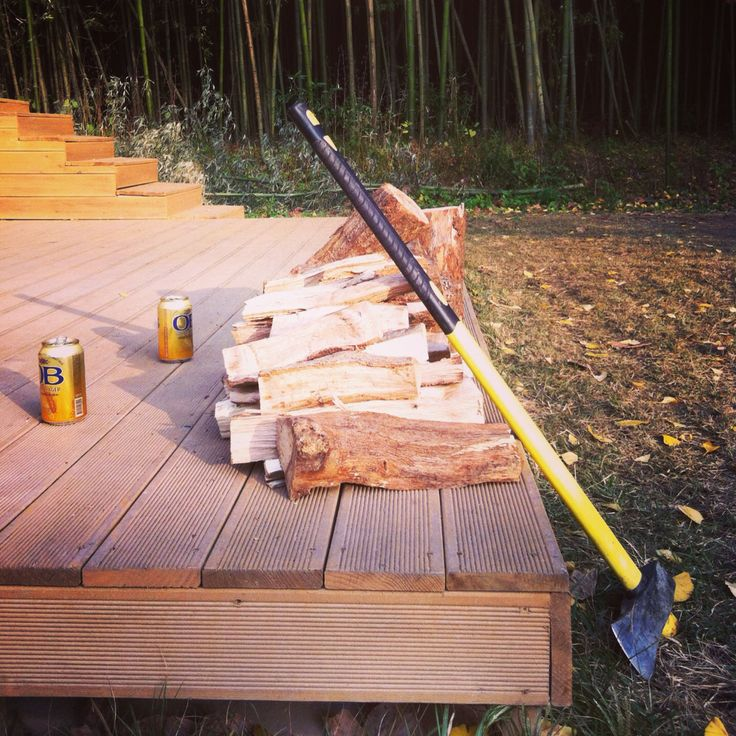 Chopping firewood for the night. #thedamyanghouse