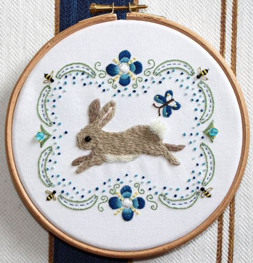 embroidery.: Embroidery Patterns, Folk Art, Embroidery, Diy Fashion, Bunnies Embroidery, Diy Gifts, Bedrooms Interiors, Embroidery Hoop, Rabbit Embroidery