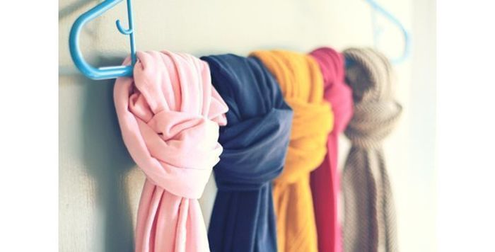 Наводим порядок в шкафу: как хранить одежду на «плечиках» – Полезные советы